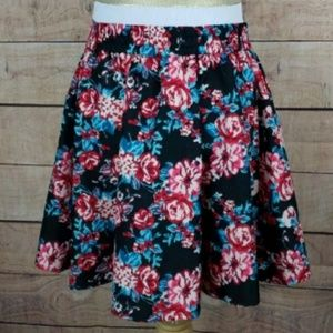 3/$20 Lottie & Holly Band of Gypsies floral  skirt
